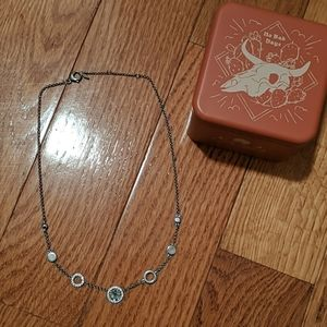 Fossil necklace with gift tin